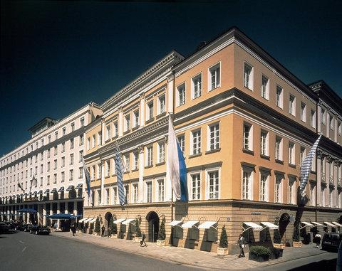2631759-Bayerischer-Hof-Hotel-Exterior-1