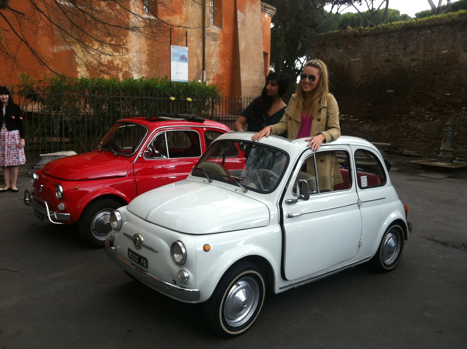 a rome city tour in a vintage fiat 500. Black Bedroom Furniture Sets. Home Design Ideas