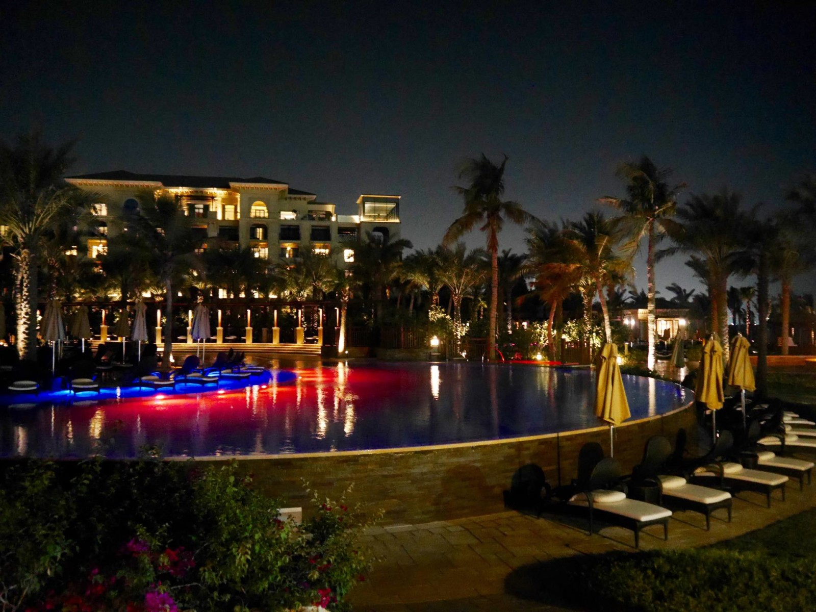 four-seasons-dubai-night-pool