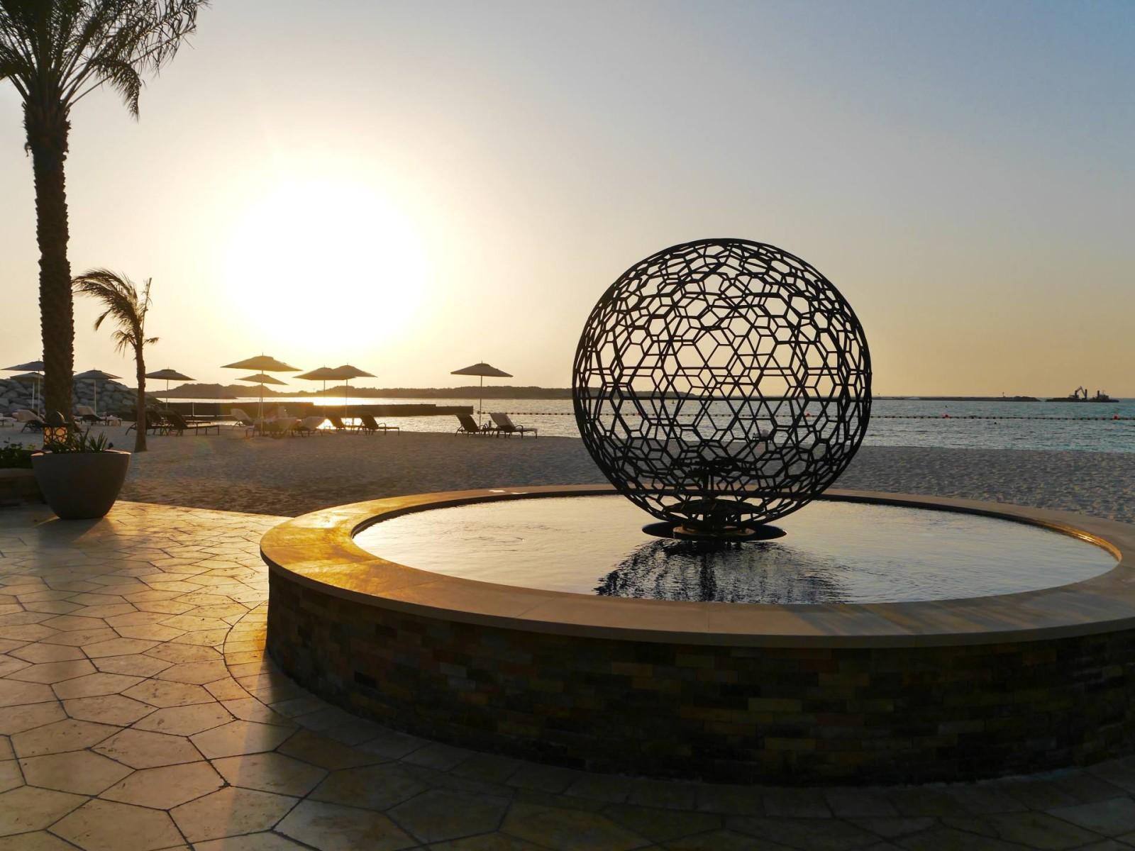 four-seasons-dubai-spa-sculpture-sunset