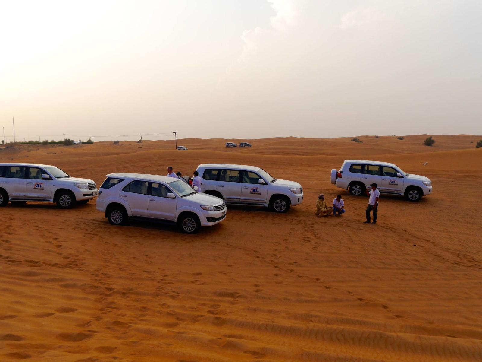 dubai-desert-sand-dune-bashing-jeeps