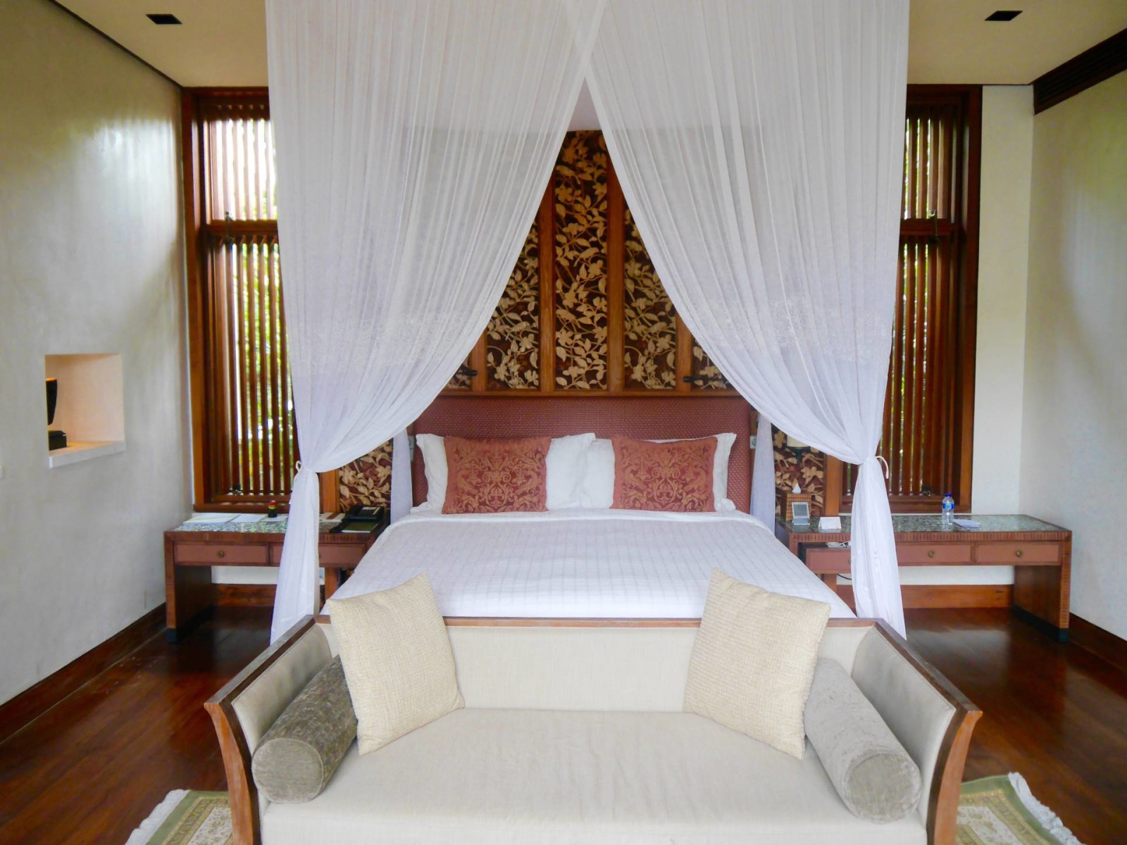 four-seasons-sayan-bali-villa-bed
