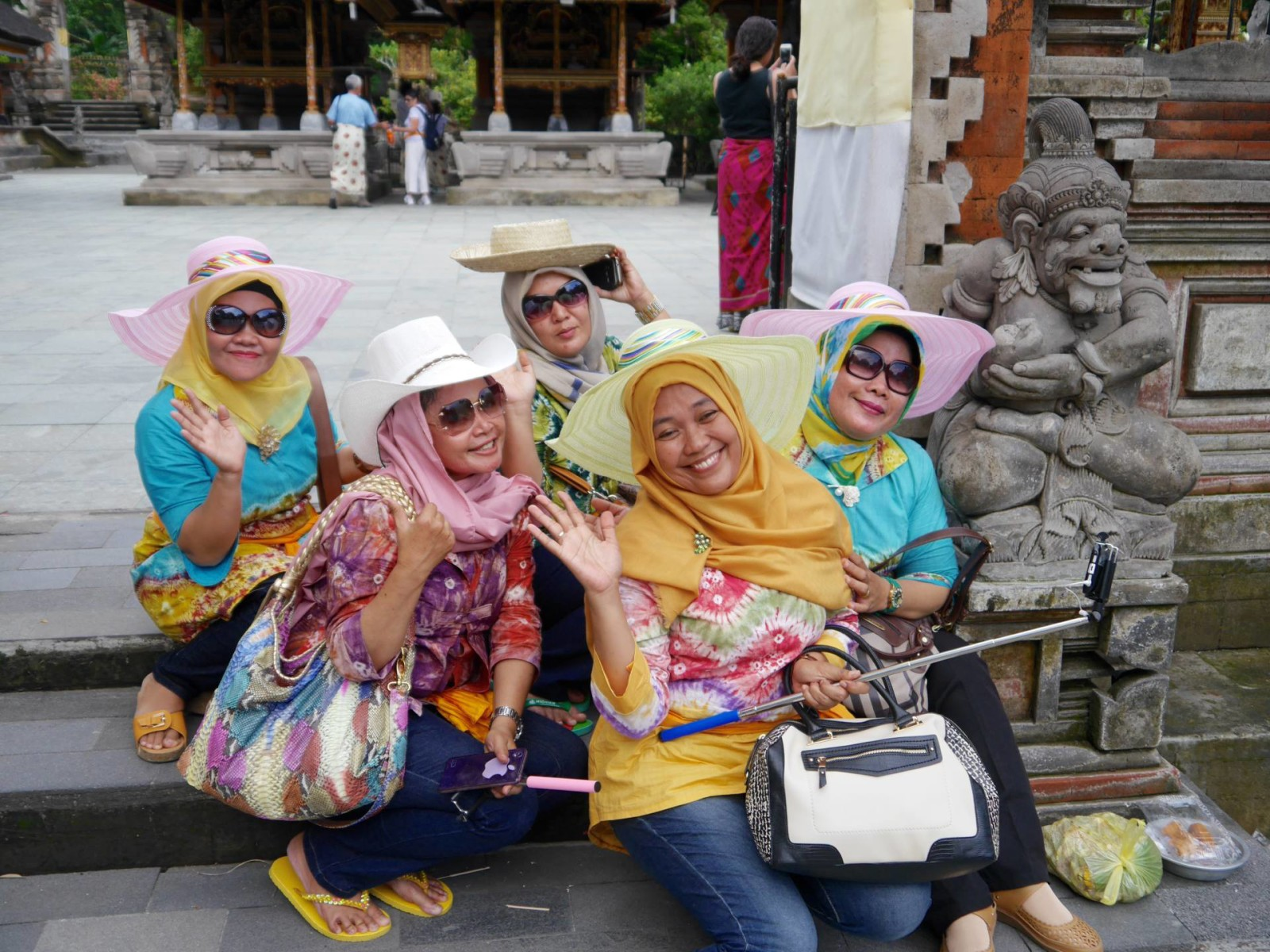 ladies-in-bali