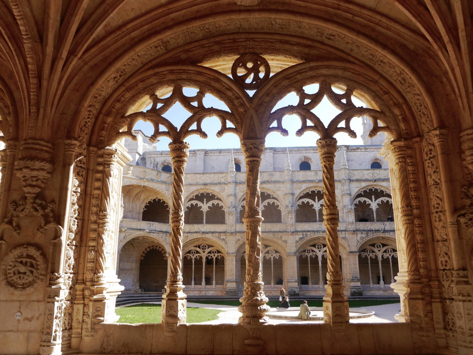 monastery-jeronimos-lisbon2