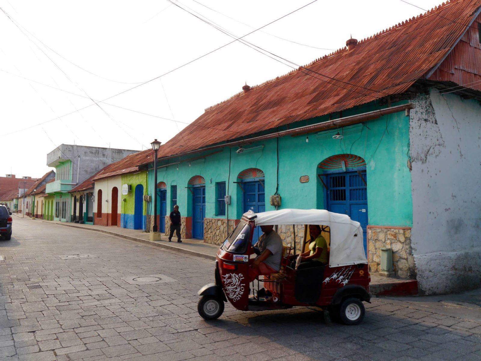 isla-de-flores-guatemala-tuktuk