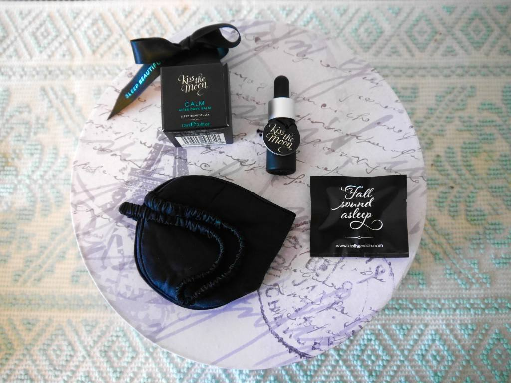 kiss-the-moon-inflight-beauty-sleep-set-review3