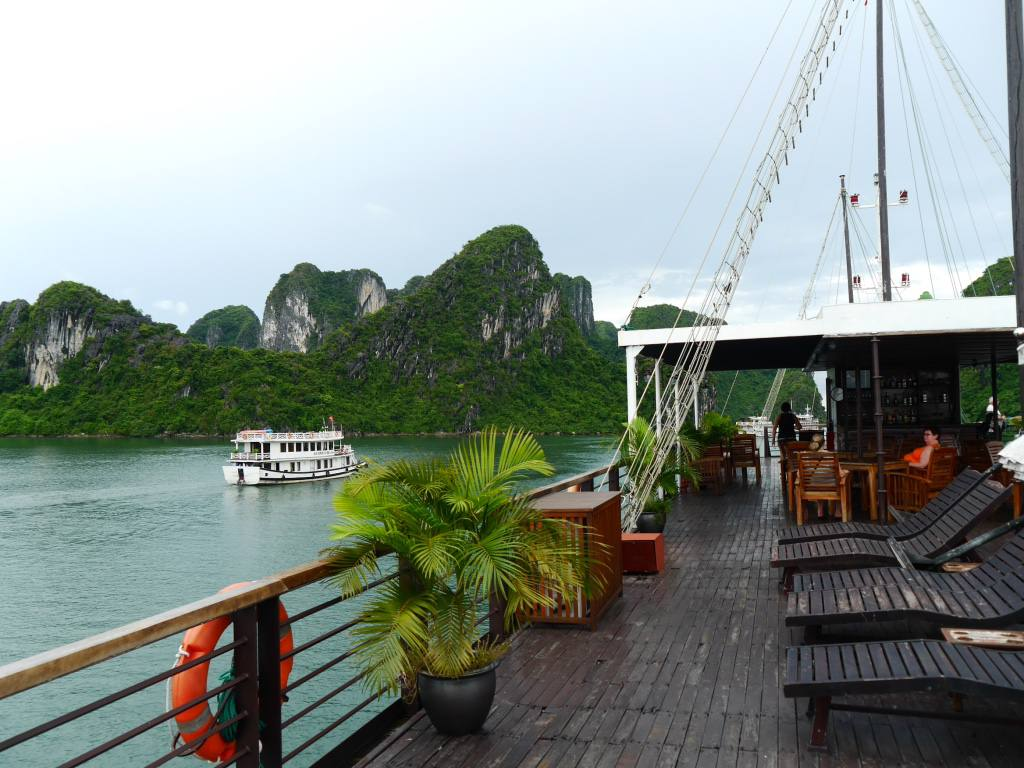 halong-bay-cruise-pelican-cruises-glory-legend