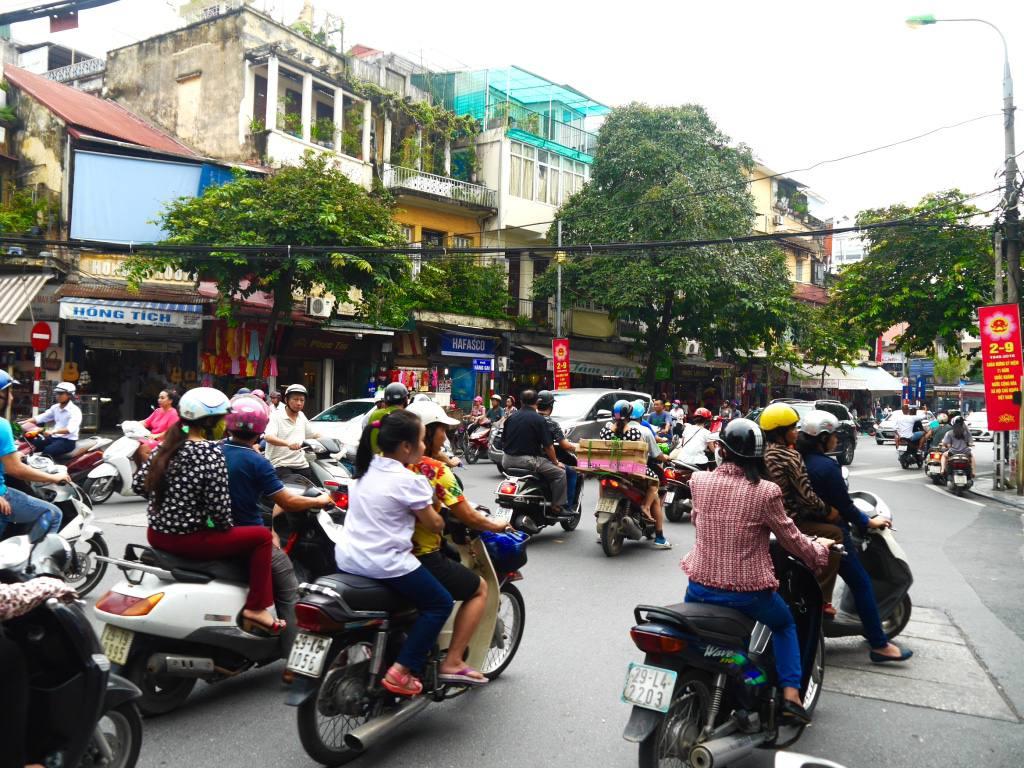 hanoi-vietnam-scooters