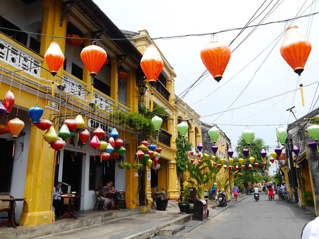 hoi-an-old-town-vietnam-lanterns