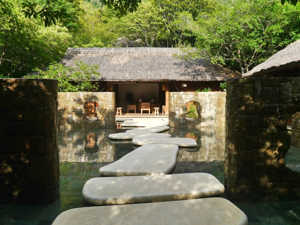 six-senses-ninh-van-bay-vietnam-spa-entrance