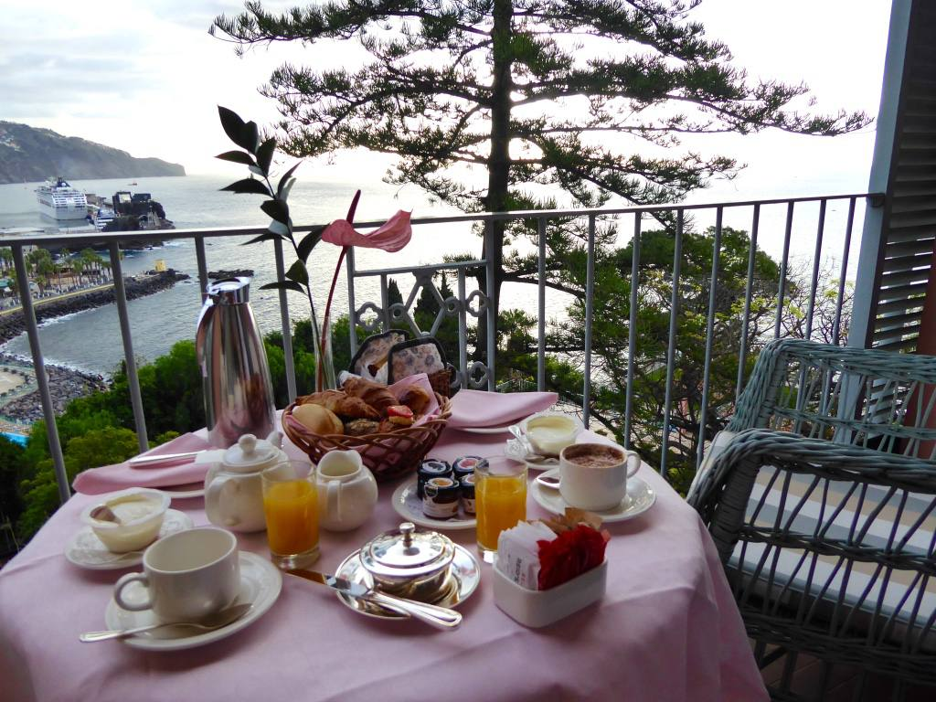 belmond-reids-palace-madeira-junior-suite-breakfast
