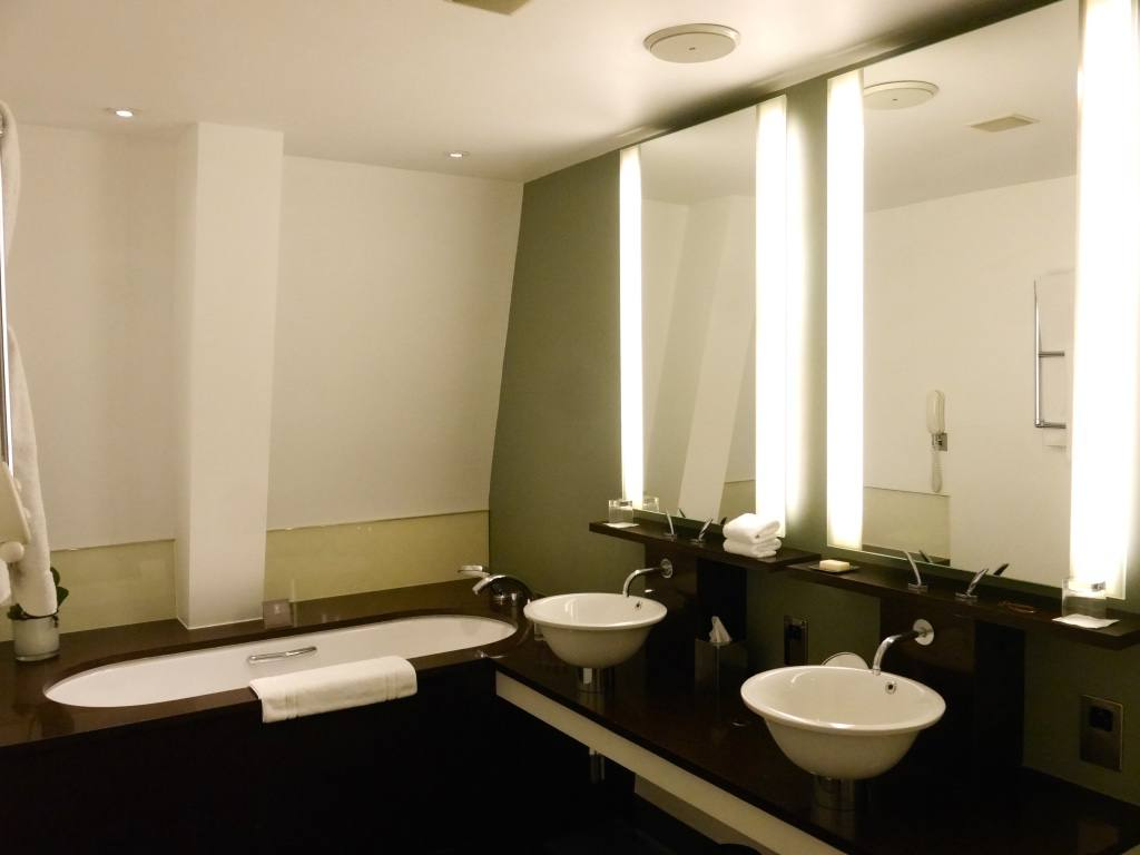 one-aldwych-hotel-london-review-deluxe-room