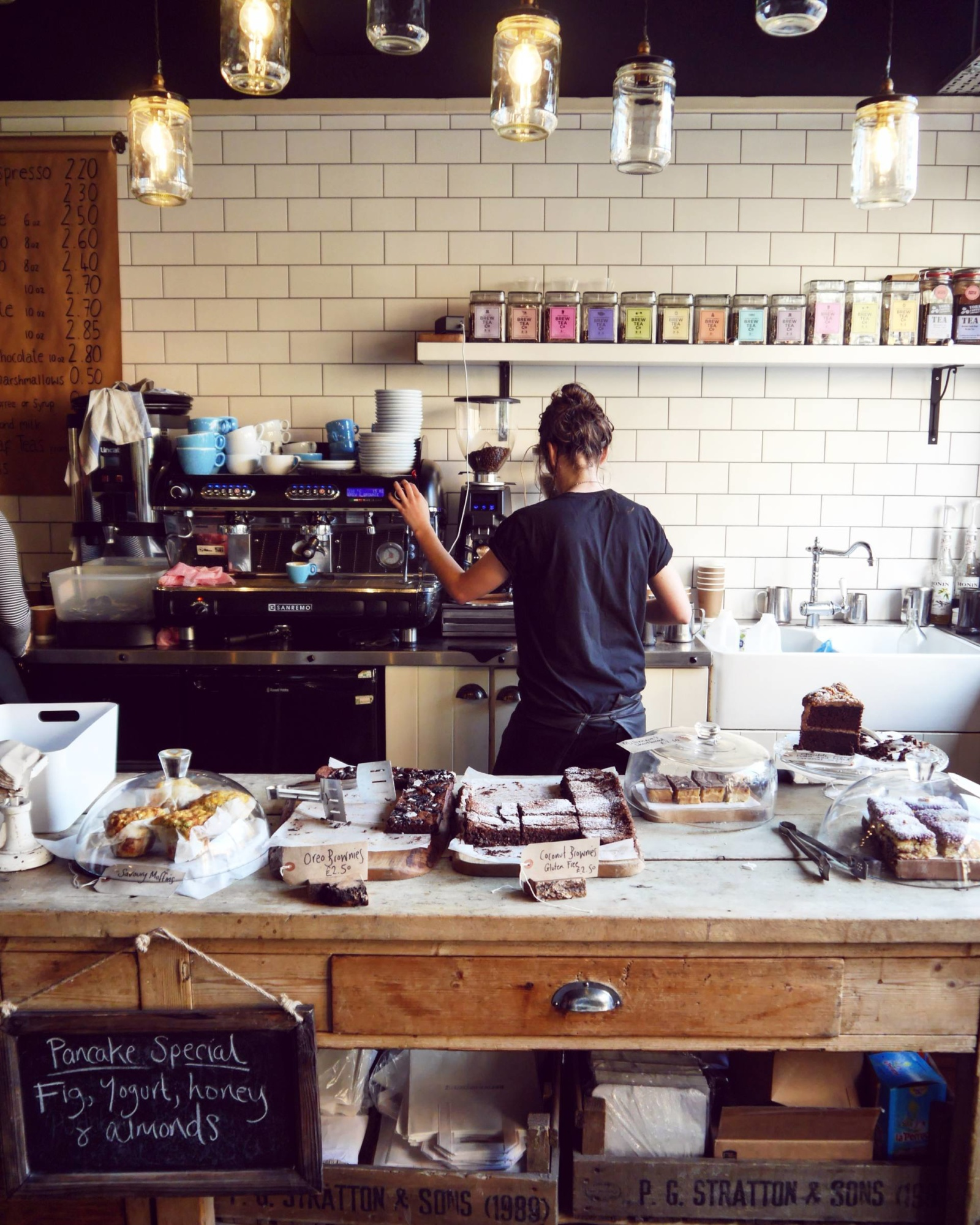 brew-and-brownie-york-coffee-shop-barista