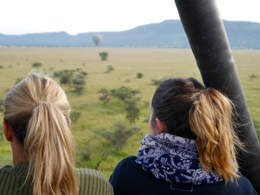 hot-air-balloon-ride-serengeti-safari-the-travelista-jess-gibson