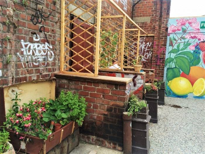 a-locals-guide-to-liverpool-travel-blog-the-travelista-gin garden liverpool
