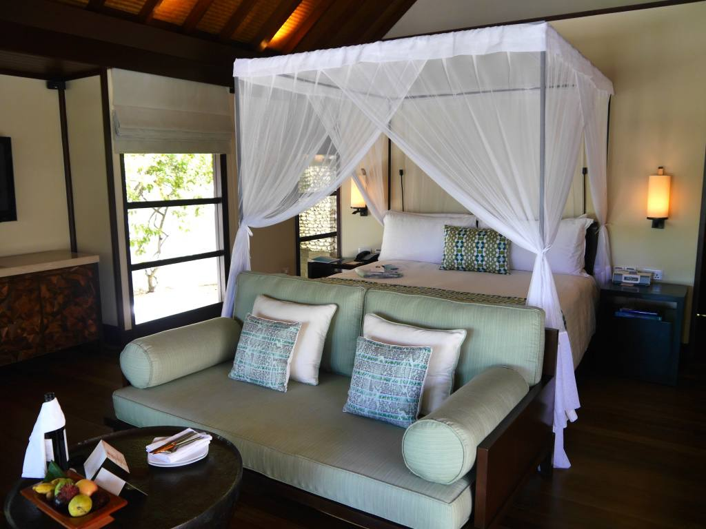 four-seasons-kuda-huraa-maldives-bed