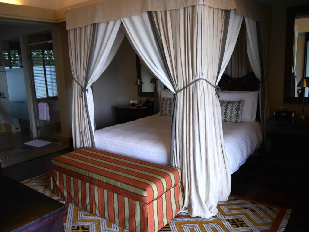 four-seasons-serengeti-tanzania-bed
