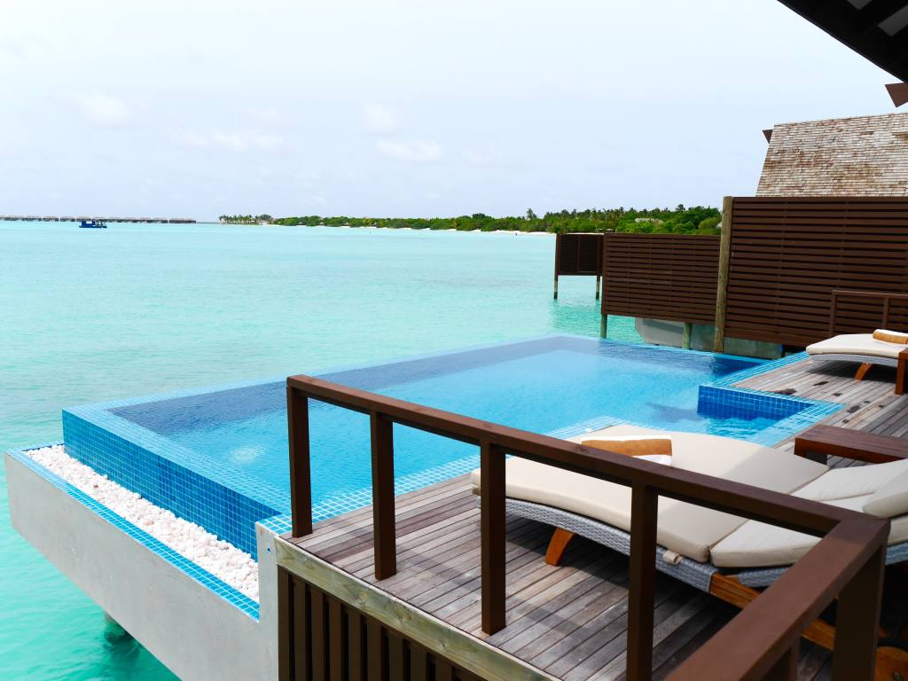 hideaway-resort-spa-maldives-water-villa-pool