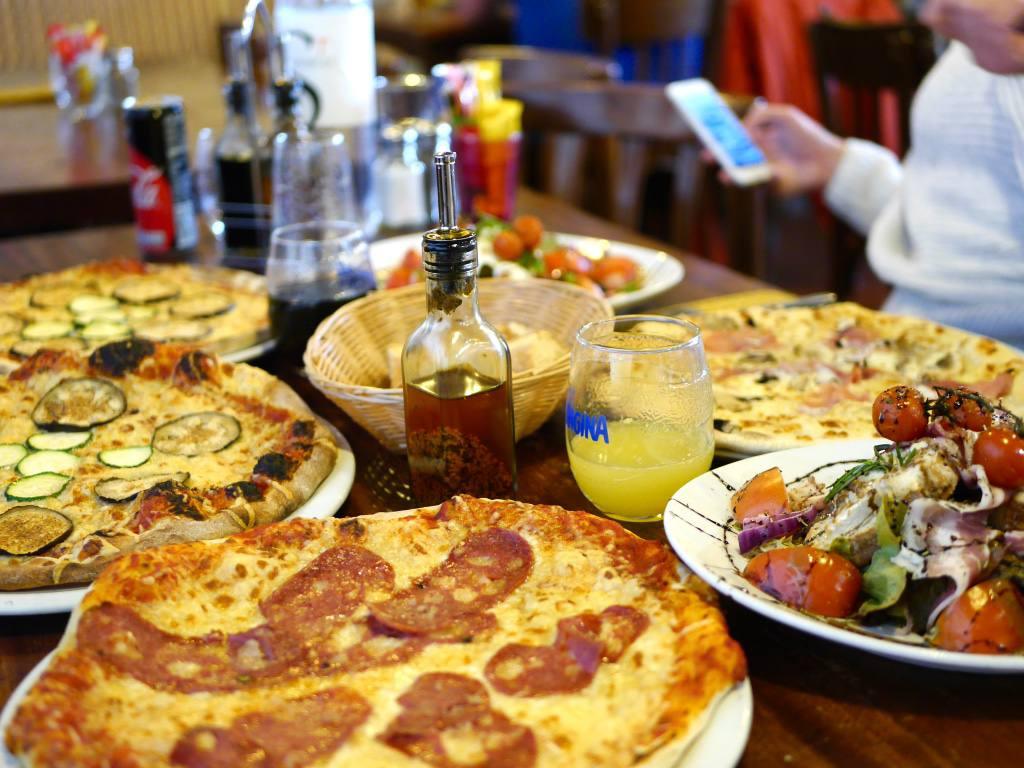 pizza-montgenevre-ski-holiday