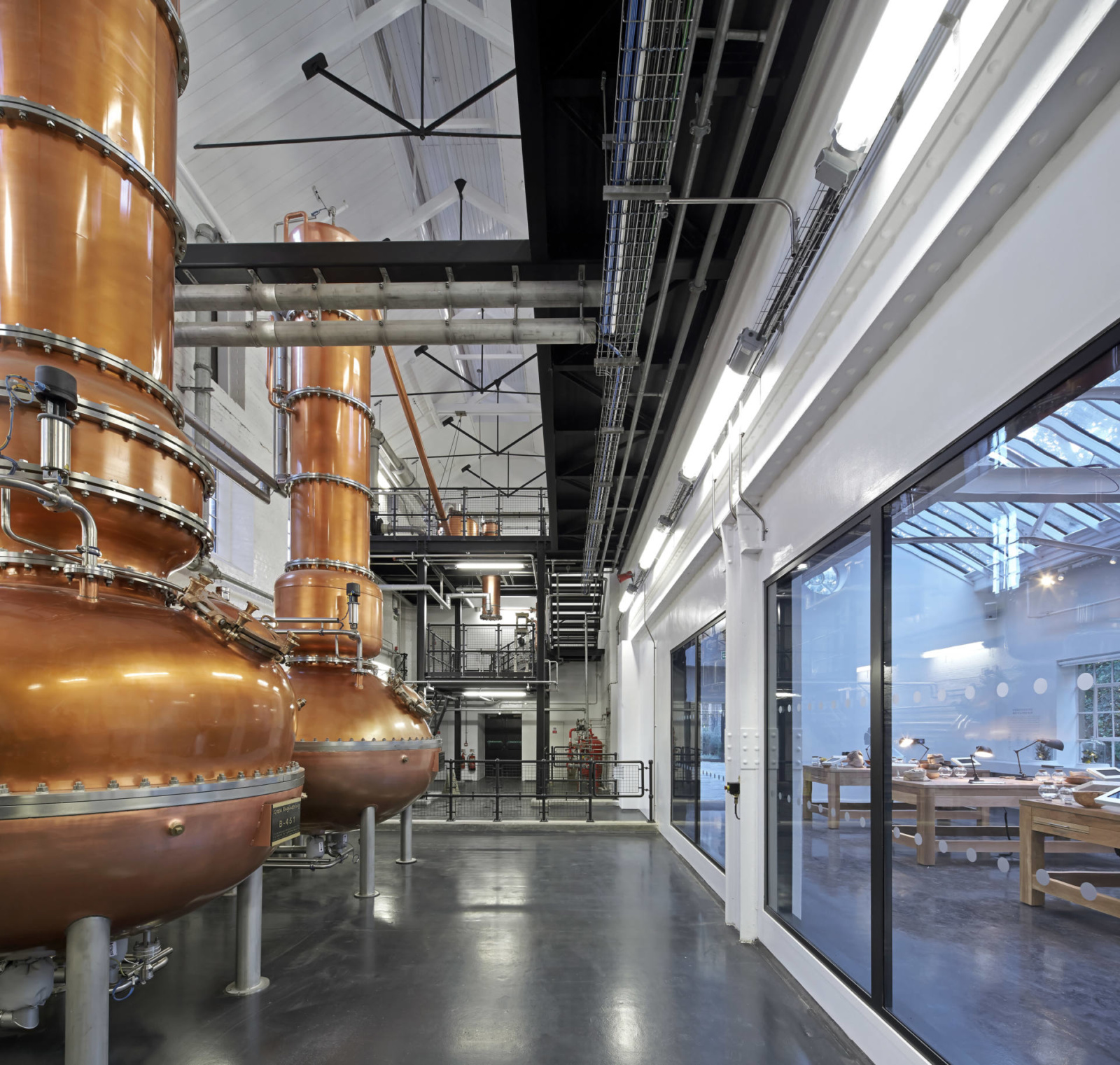 Bombay Sapphire-gin-distillery-copper-stills