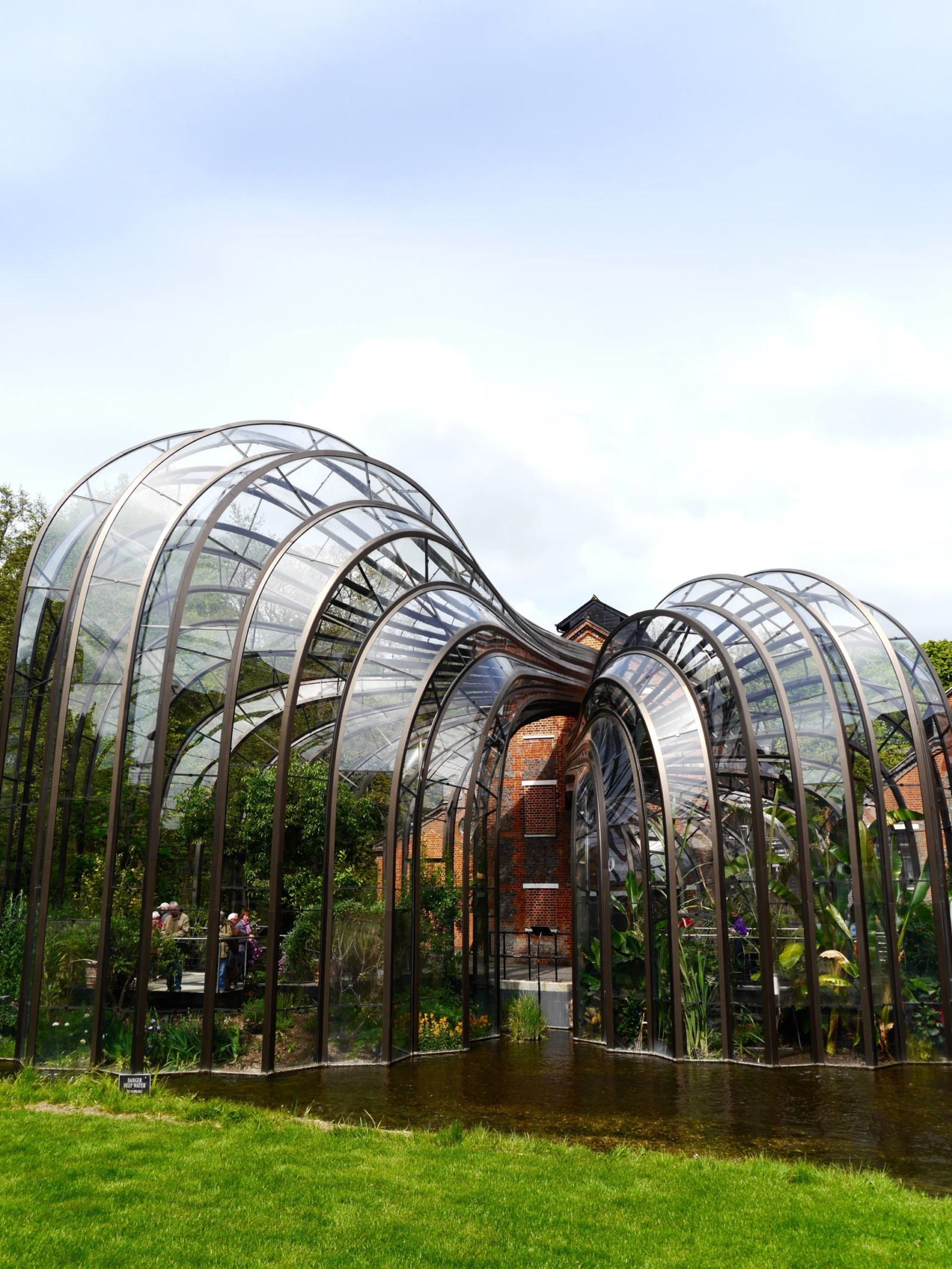 bombay-sapphire-distillery-laverstoke-mill-glass-houses