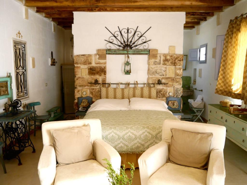 masseria-montanapoleone-puglia-italy-bedroom