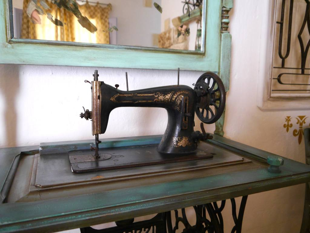 masseria-montenapoleone-singer-sewing-machine