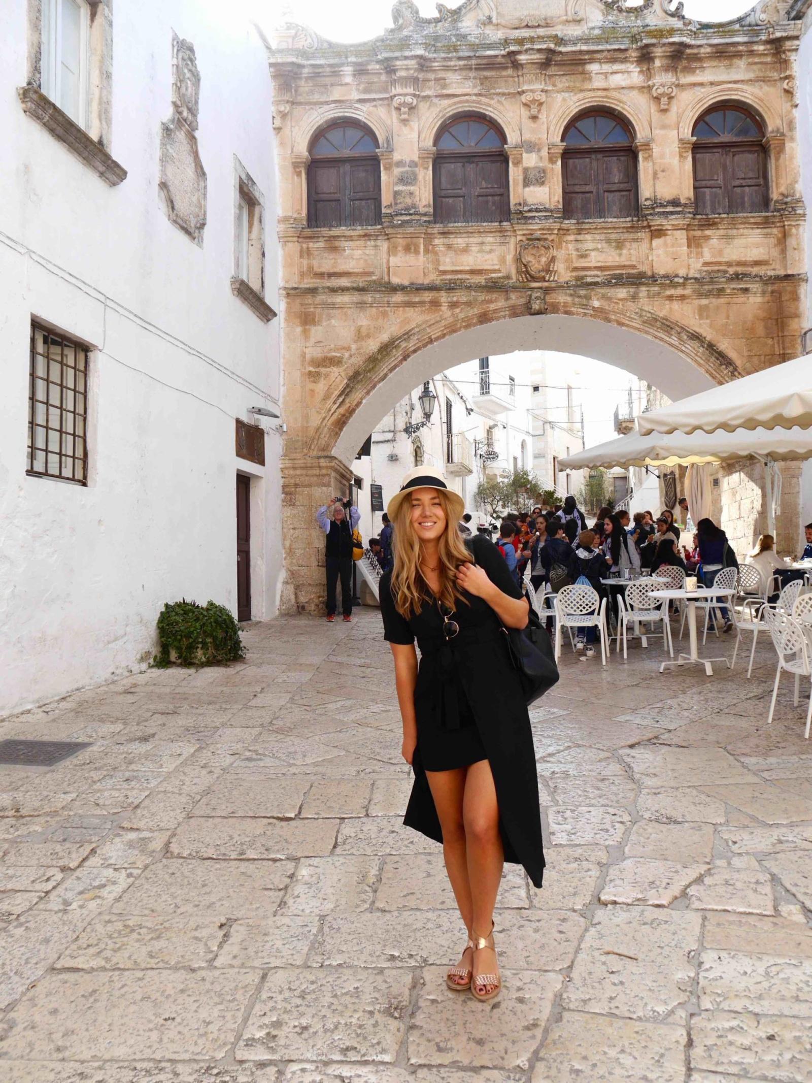 the-travelista-jess-gibson-travel-blogger-puglia-ostuni-fedora