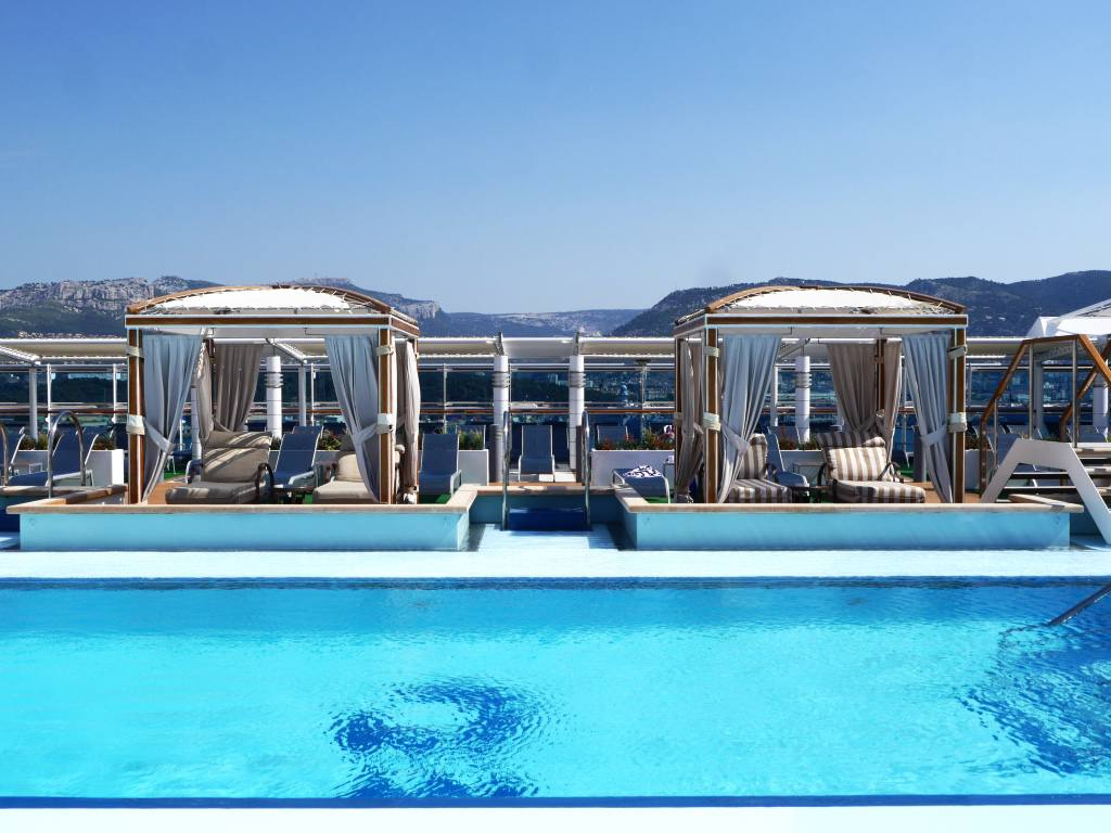 royal-princess-cruise-ship-adult-only-pool