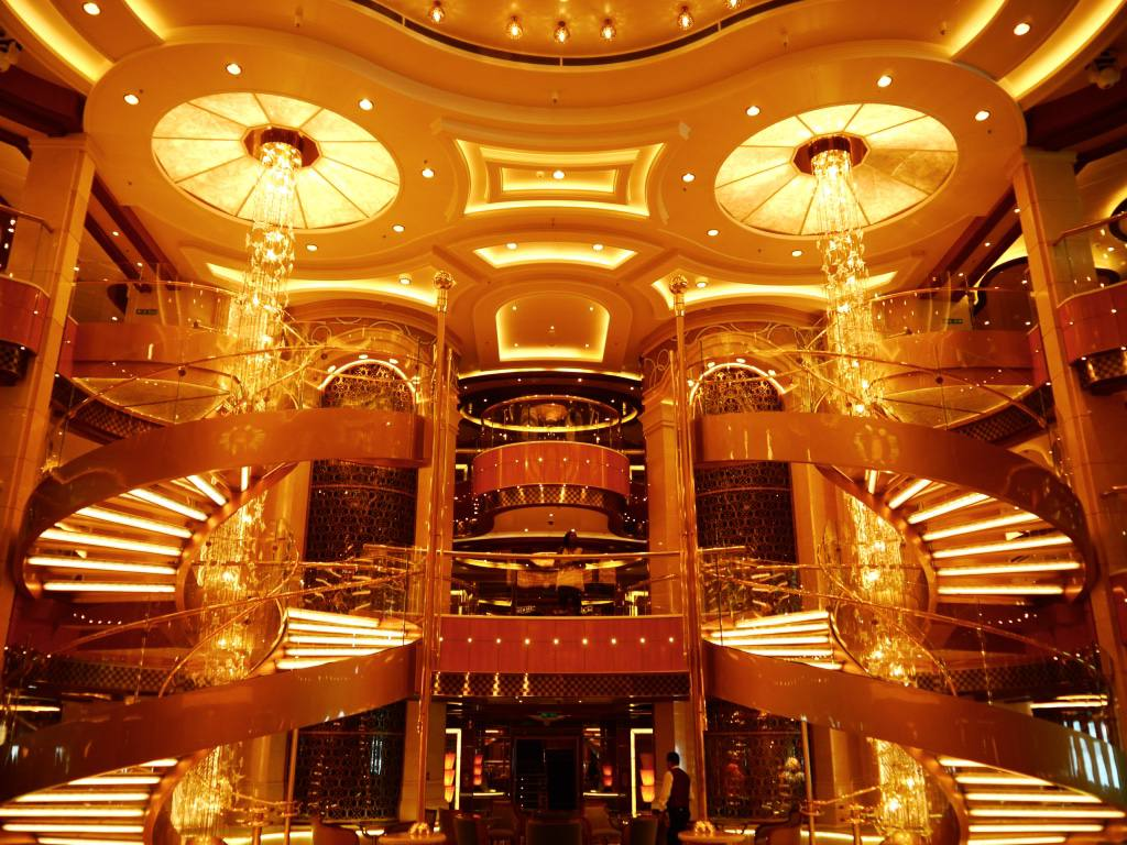 royal-princess-cruise-ship-interior-piazza