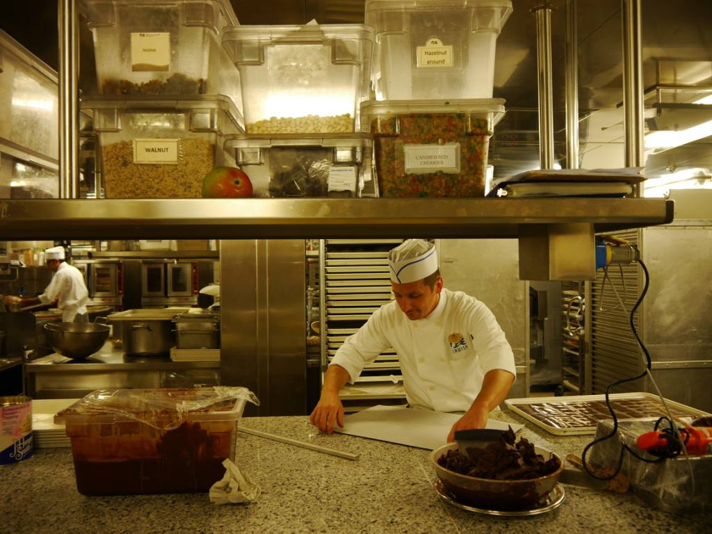 royal-princess-cruise-ship-kitchen