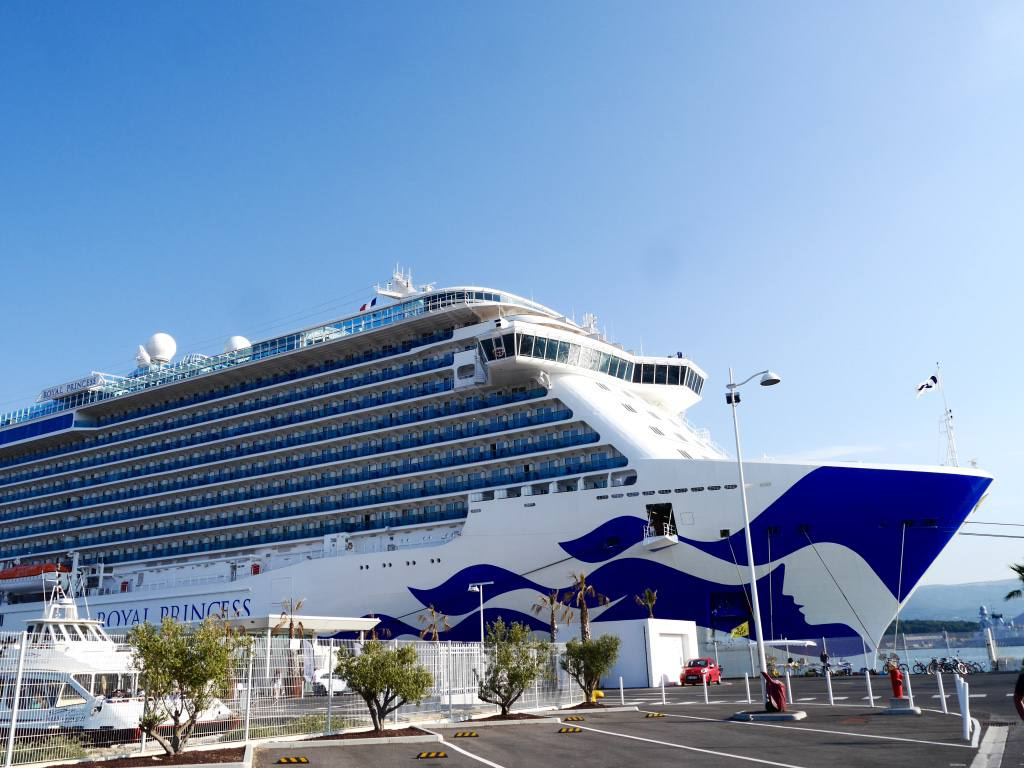 royal-princess-cruise-ship-toulon-port