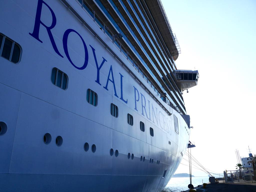 royal-princess-cruise-ship