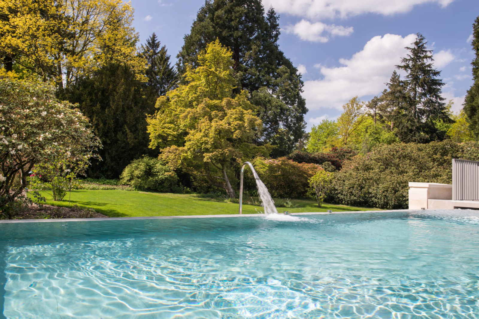rudding-park-spa-harrogate-infinity-pool