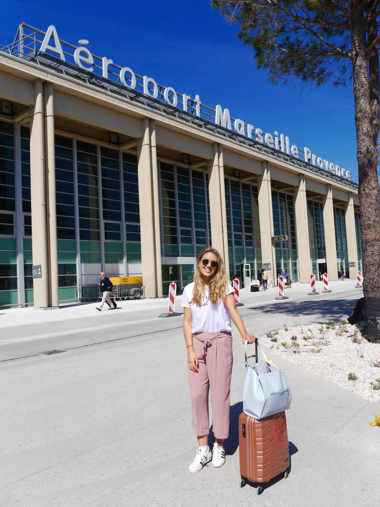 the-travelista-jess-gibson-travel-blogger-airport-marseille