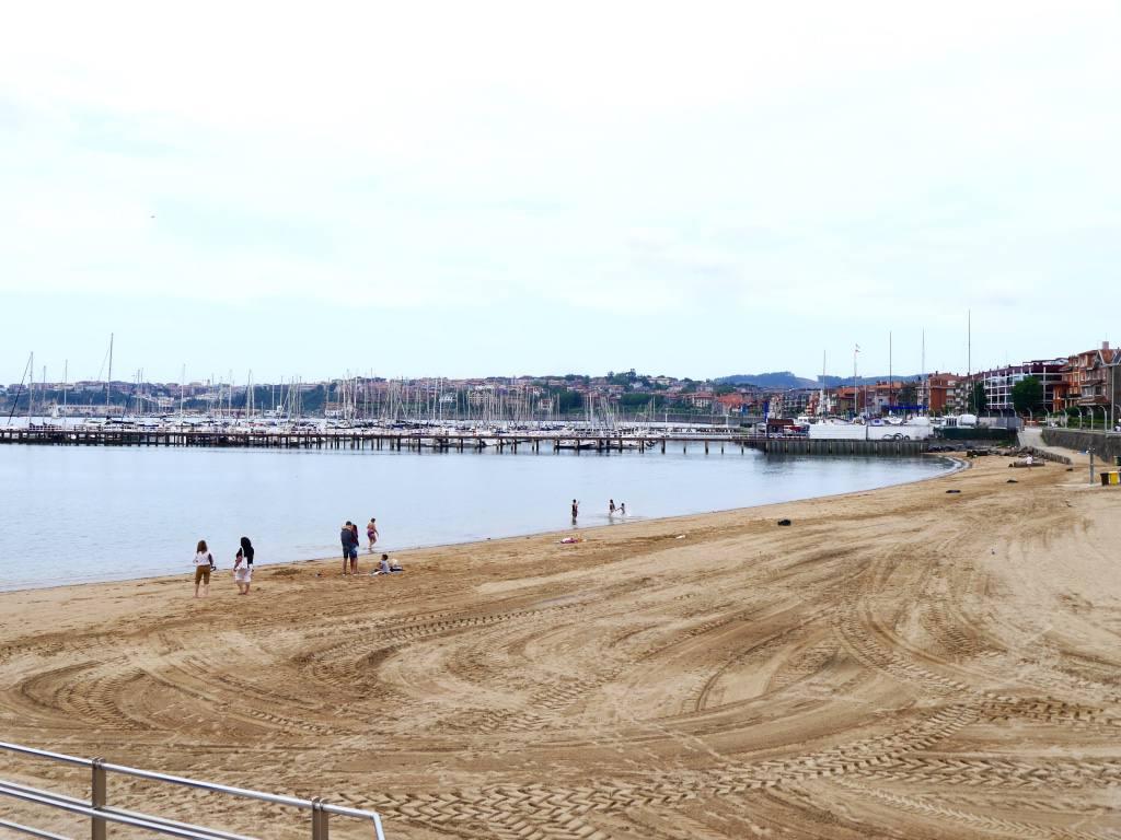 las-arenas-beach-bilba0-getxo