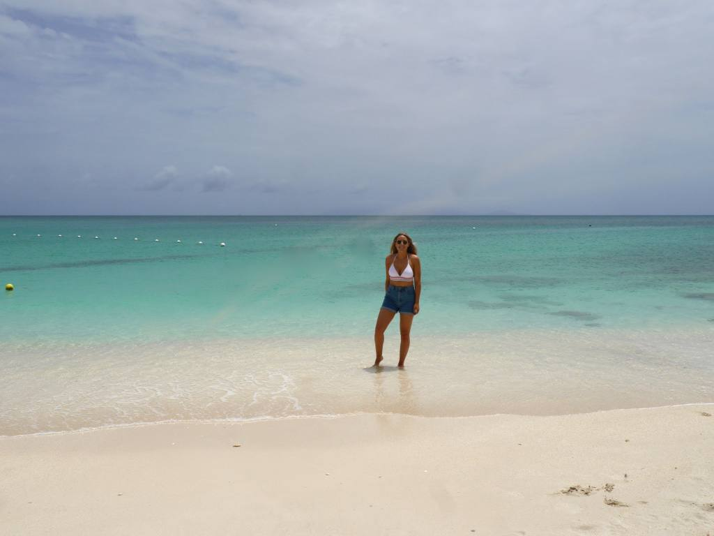 the-travelista-travel-blog-jess-gibson-antigua-beach