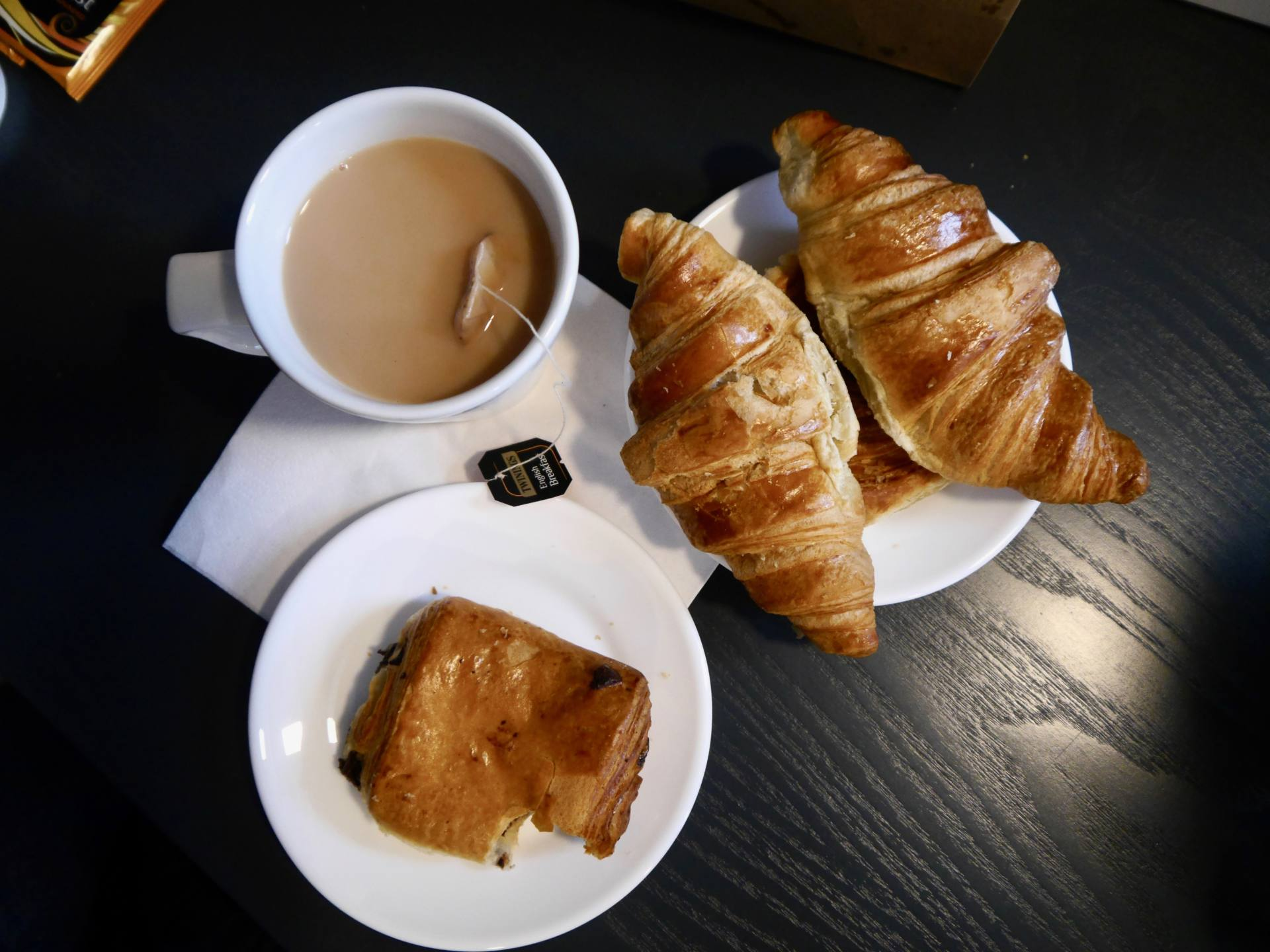 tea-pastries-croissants