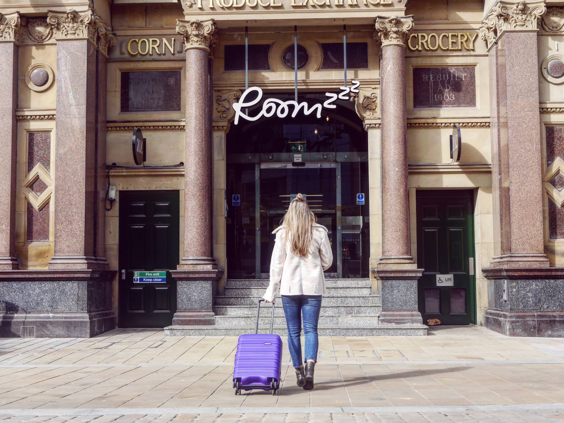 Roomzzz Manchester Corn Exchange Entrance