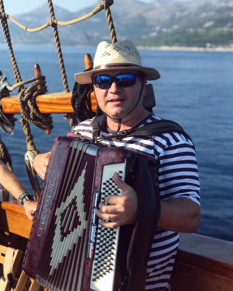 Elaphite Islands Full-Day Karaka Cruise from Dubrovnik Musician